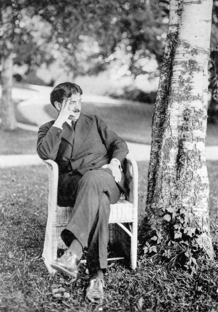 Otto Prutscher in einem Stuhl von in a chair by Josef Zotti, 1913, Foto Photo: Karl Ehn AFOP © AFOP, Mailand