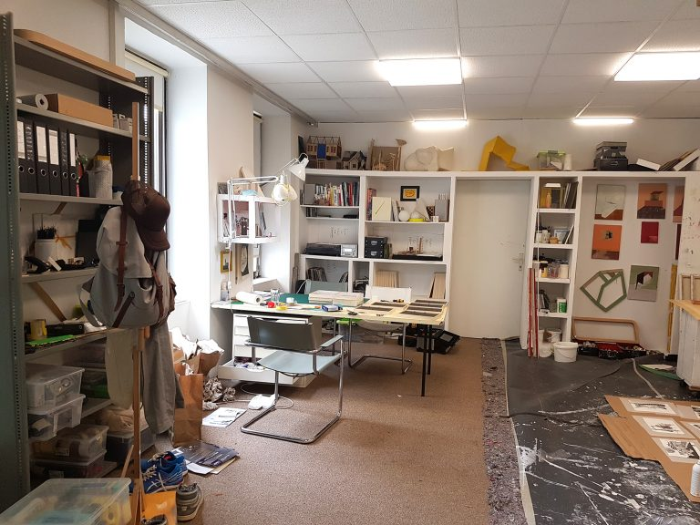 Dummycaption Layout Studio