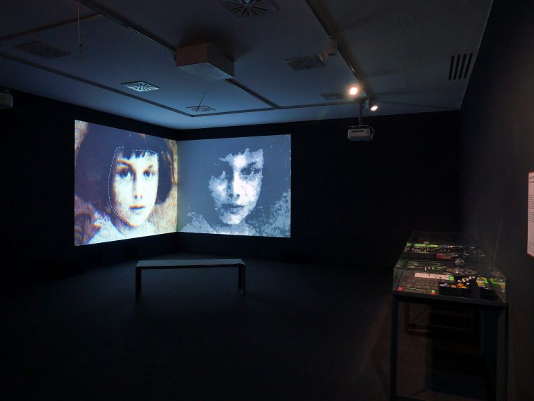 "Installationsansicht ""Alice Remixed"", OK Centrum Linz, 2018 (© Karin Fisslthaler/Bildrecht Wien, 2020)"