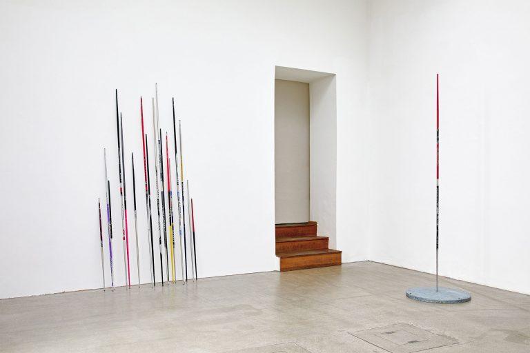 Sender Sender, 2020/21 lost ski sticks/Montafon Installation view, Vorarlbergmuseum Foto: Miro Kuzmanovic