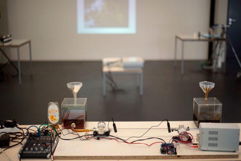 Ausstellungsansicht: Crude Oil Experiments, Kunstraum Lakeside 2021